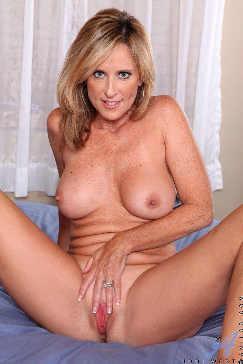 Nude mature women videos and pics