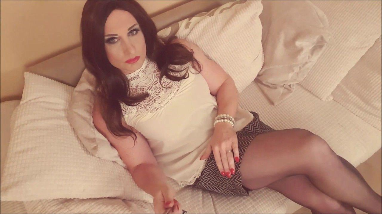 Special case.. tranny in nylons video