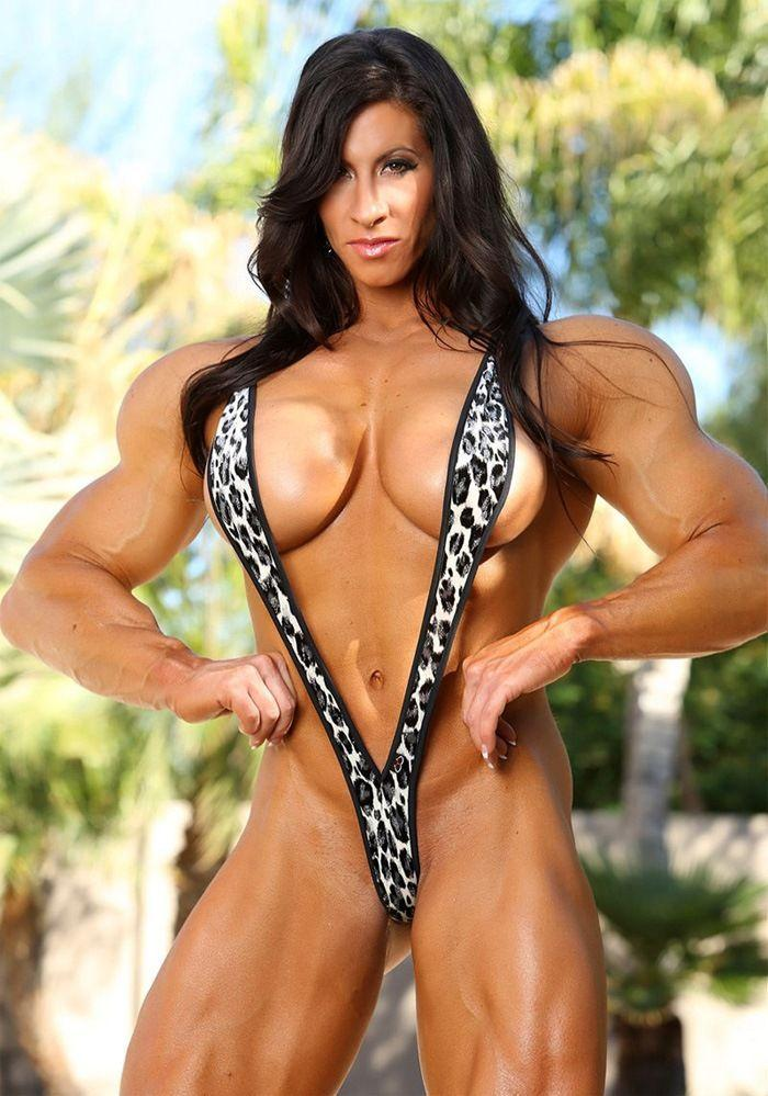 Female bodybuilder double penetrated for