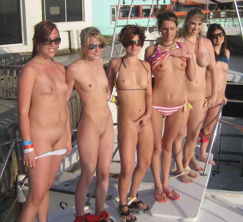 Sexy naked dark girl