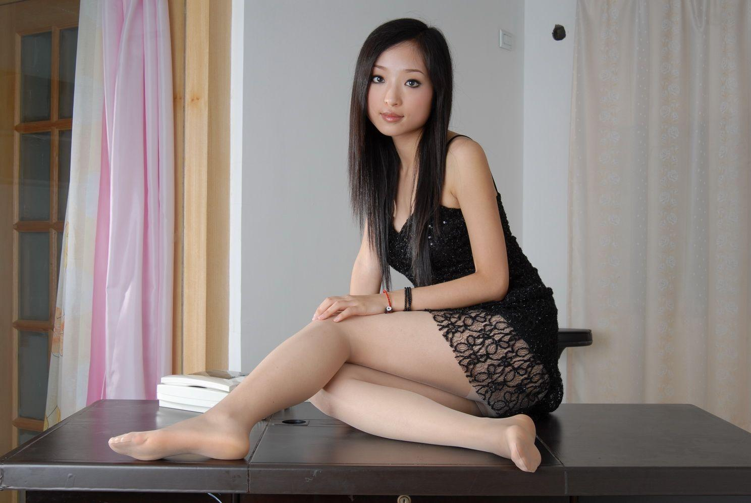 PAULETTE: Pretty asian model pantyhose