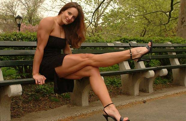 Strong muscle woman blowjob have quickly