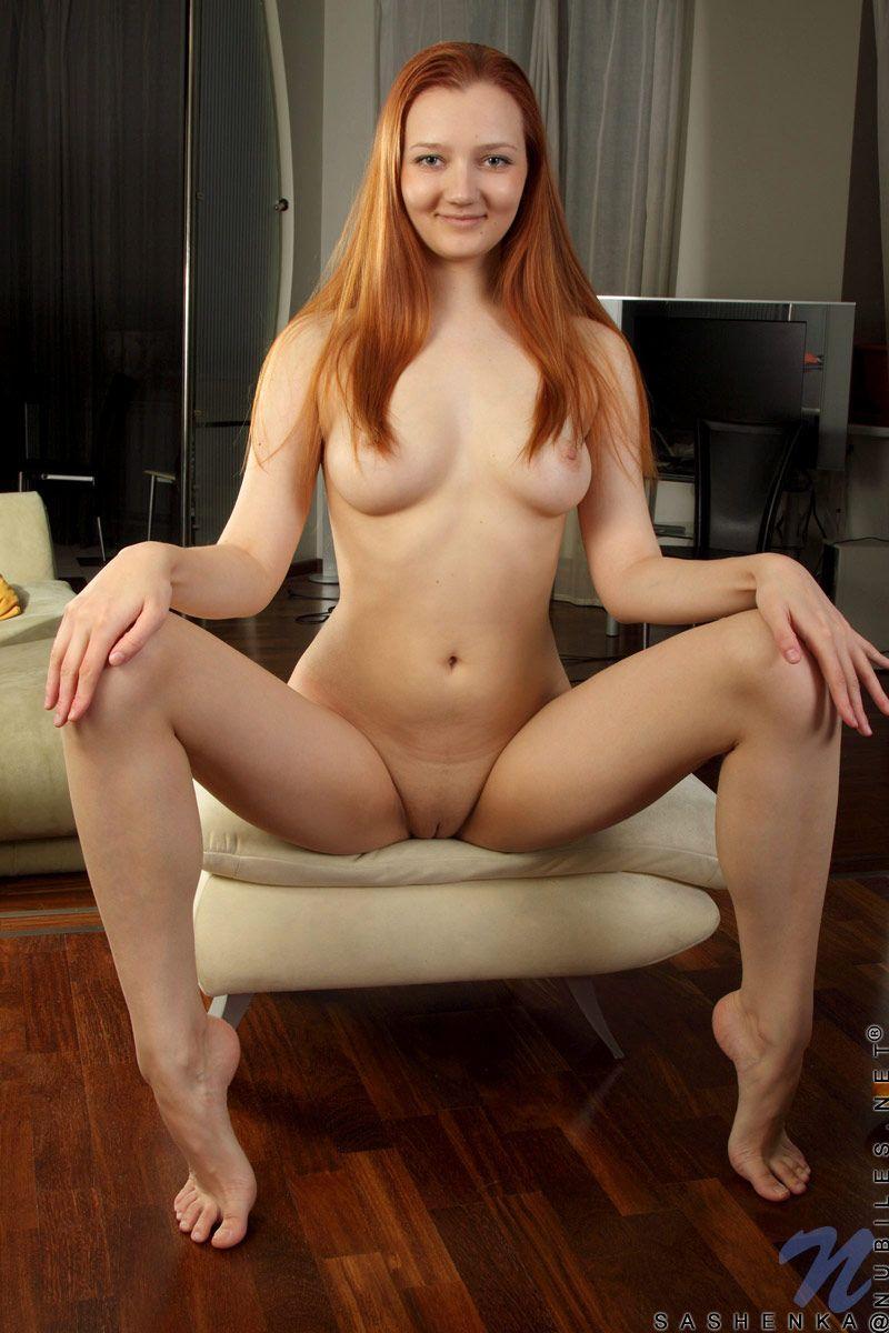 Ein kleiner Nackte weibliche Huren mit gespreizten Beinen