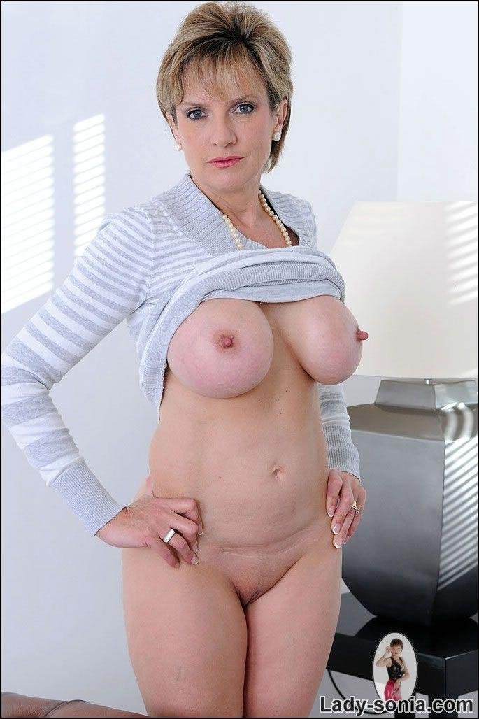 Lady sinia with milf can