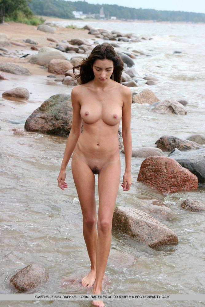 Nude beachgirls