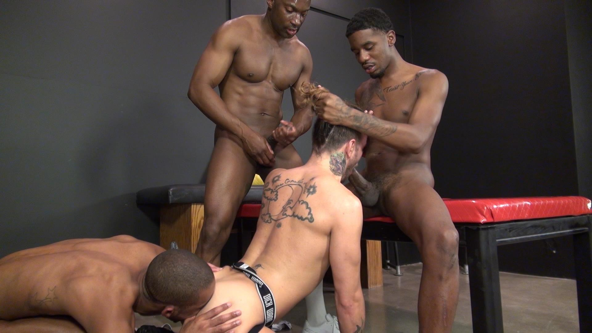Interracial gay trio sucking jerking off