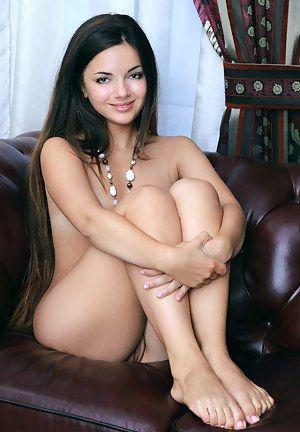 JOHANNA: Very nude girls