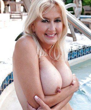 Maria big tits round ass
