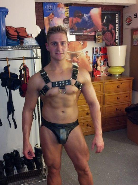 Free pictures of nude leather muscle porn