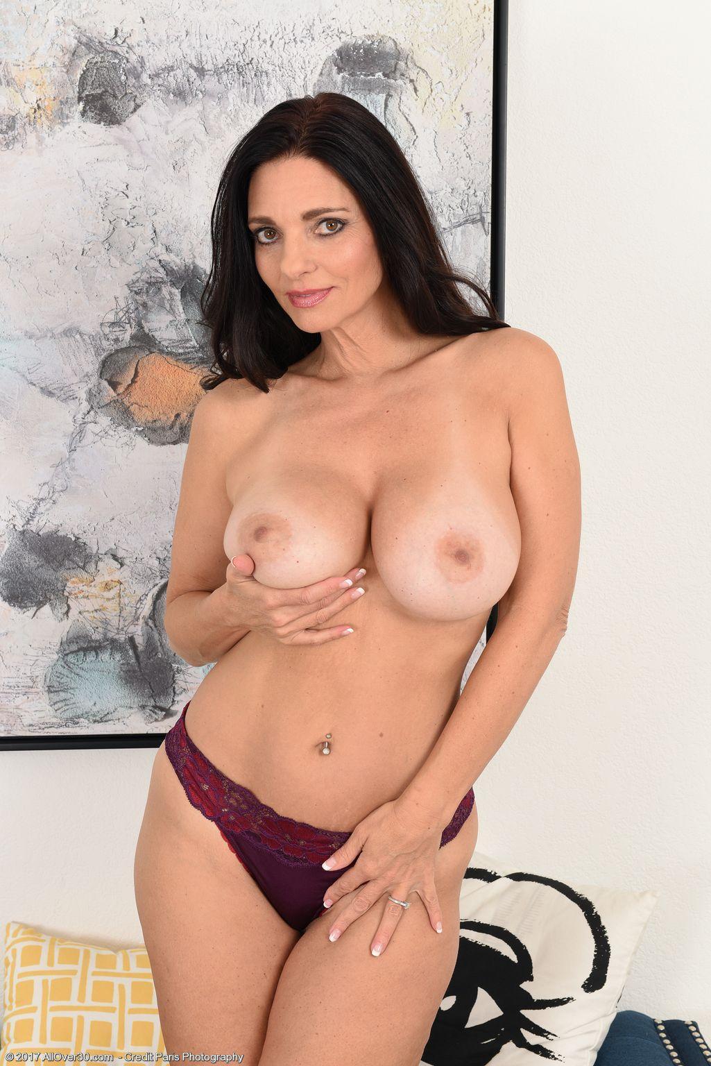Fernanda slip boob