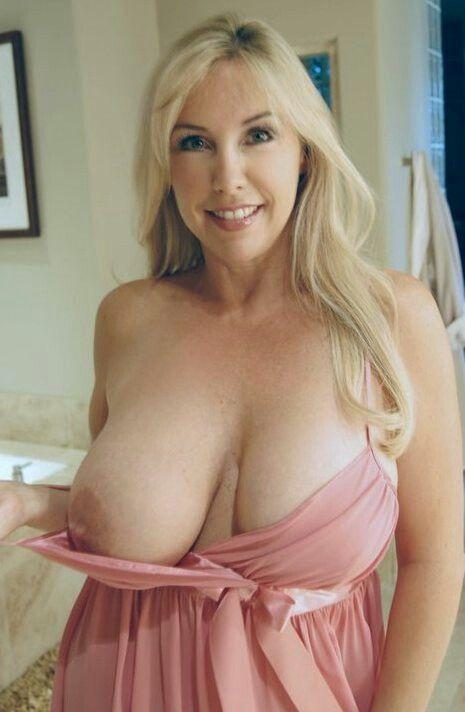 Hot mature women with big boobs