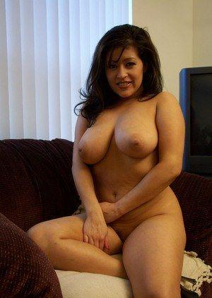 Latina nude photo