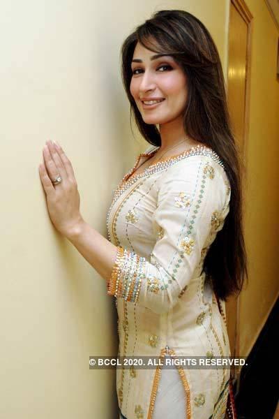 Reema khan sexy boobs pic